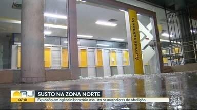 Explosão em agência bancária assusta moradores da Abolição - É a segunda vez esse ano que a agência é alvo de bandidos. A Polícia Militar do Terceiro Batalhão foi avisada por moradores da região.