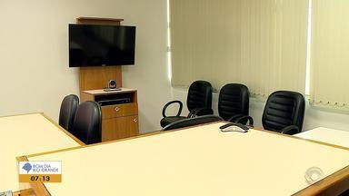 Vara Criminal de Santiago é pioneira no RS a ouvir testemunhas por chamadas de vídeo - Assista ao vídeo.