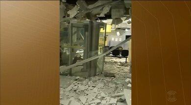 Grupo explode agência bancária e incendeia carro, em Uiraúna, PB - Não há informações se os suspeitos conseguiram levar o dinheiro dos caixas eletrônicos, diz polícia.