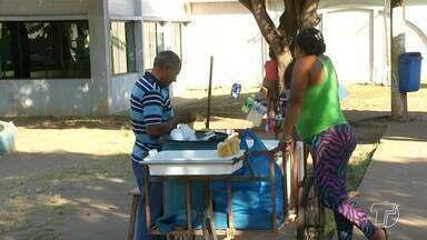Vendedores têm aproveitado o clima quente para vender água nos semáforos em Santarém - Prática é comum nas capitais e está sendo adotada por muitas pessoas em Santarém.
