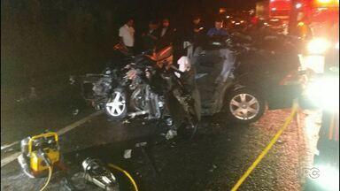 Menina de 2 anos morre em acidente na PR-444 em Mandaguari - Outras quatro pessoas ficaram feriadas. A batida foi entre um carro e caminhão.