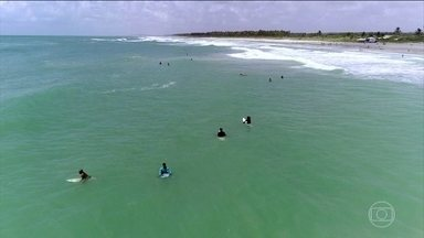 Surfistas ajudam salva-vidas a evitar afogamentos em Alagoas - A praia do Francês, no Litoral Sul de Alagoas, é um dos pontos com o maior índice de afogamento do litoral.