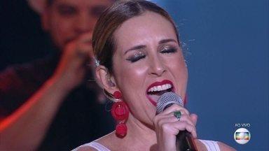 Renata Capucci canta 'I Wanna Be Where You Are' - Jornalista é elogiada pela apresentação