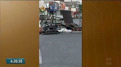 Homem morre após colidir moto com palco montado em rua de Bayeux, na Paraíba - Prefeitura da cidade divulgou nota informando que todas as medidas de segurança foram tomadas para evitar qualquer tipo de acidente no local.
