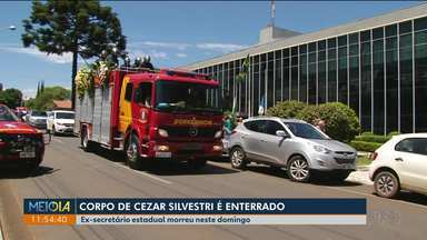 Corpo de Cezar Silvestri é enterrado em Guarapuava - O ex-secretário estadual e ex-deputado morreu neste domingo (21), em Curitiba.
