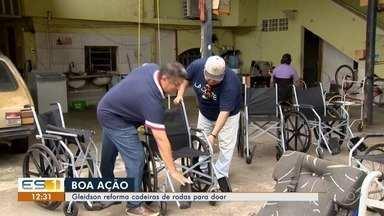 Voluntário reforma cadeiras de rodas para doação - A doação é feita para ajudar quem não consegue comprar.