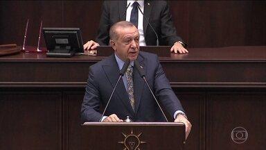 Erdogan diz que tem fortes evidências que assassinato de jornalista foi planejado - Jamal Khashoggi foi ao consulado saudita em Istambul no dia 28 de setembro e voltou no dia 2 de outubro. Segundo o presidente turco, foi o tempo suficiente para planejar a morte do jornalista.