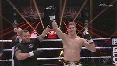 Felipe Micheletti vence por nocaute técnico no Glory - Glory é um dos maiores eventos de kickboxing do mundo