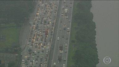 São Paulo teve o segundo pior congestionamento do ano - A chuva, o excesso de veículos e vários acidentes provocaram a lentidão