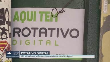 Prefeitura substitui rotativo impresso pelo digital em Belo Horizonte - 170 mil veículos já foram cadastrados no novo sistema.