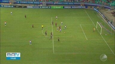 Em partida marcada por polêmicas, Bahia perde para o Atlético Paranaense na Fonte Nova - Dois gols do tricolor foram anulados por meio do árbitro de vídeo.