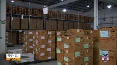 Urnas eletrônicas começam a ser distribuídas no RS para o 2º turno - Serão mais de 27 mil urnas distribuídas no estado.
