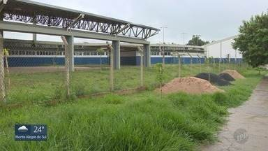 Prefeitura quer transformar obra parada de complexo esportivo em creche em Campinas - Local foi construído em 2015 no Jardim São Domingos e nunca foi aberto para a população.
