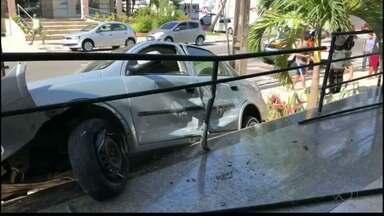 Acidente no bairro de Tambaú, em João Pessoa, deixa uma pessoa ferida. - Segundo a polícia, o acidente foi provocado por um motorista que não prestou atenção na sinalização da via.
