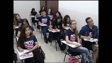 A uma semana do Enem, estudantes apertam ritmo das revisões - Primeira prova será no próximo dia quatro de novembro.