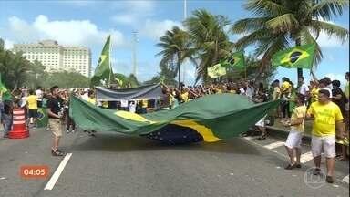 Eleitores comemoram eleição de Jair Bolsonaro à presidência - Candidato foi eleito com pouco mais de 55% dos votos válidos. Eleitores comemoraram a vitória em vários pontos do país.