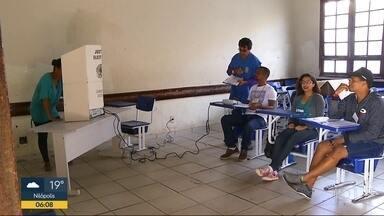 Segundo turno das eleições transcorre num clima de normalidade no RJ - O TRE reforçou as equipes para evitar filas nos locais de votação. Segundo o tribunal, 588 urnas eletrônicas apresentaram problemas em todo o estado.