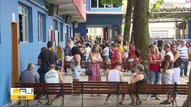 Rio registra votação tranquila e com poucas filas - Em Queimados a biometria foi obrigatória, mesmo sem grandes confusões, teve eleitor que esperou até 2 horas para votar. Em Niterói a votação com biometria foi sem transtornos.