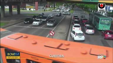 Obras deixam trânsito em meia pista na Getúlio Vargas - Veja também: Polícia Rodoviária Federal apreende um carro com R$100 mil em multas.