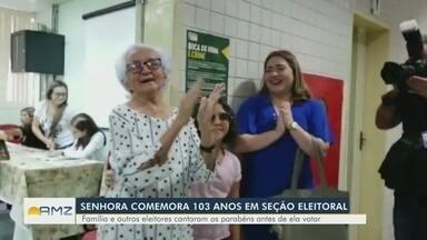 No aniversário de 103 anos, idosa ganha parabéns em seção eleitoral no AM - Aposentada, Áurea de Oliveira conta que vota 'desde a época de Getúlio Vargas'.