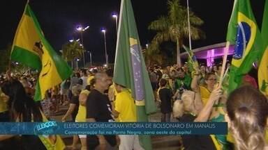 Eleitores comemoram vitória de Jair Bolsonaro em Manaus - Eleitores se concentraram na praia da Ponta Negra.
