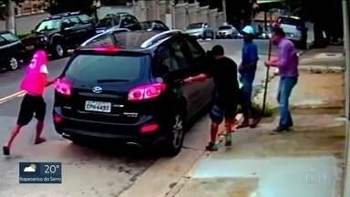 Criminosos roubam comerciante na porta de casa na Zona Sul - Moracores reclamam da falta de segurança na Vila Mascote.