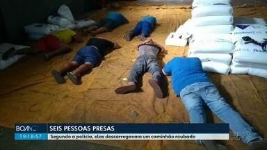 Seis pessoas são presas em Maringá - Segundo a polícia, elas estavam descarregando carga de caminhão roubado no Rio Grande do Sul