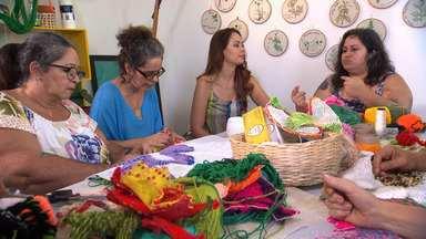 Conheça uma turma que borda flores e se uniu pela iniciativa da artista visual Dora Araújo - Conheça uma turma que borda flores e se uniu pela iniciativa da artista visual Dora Araújo