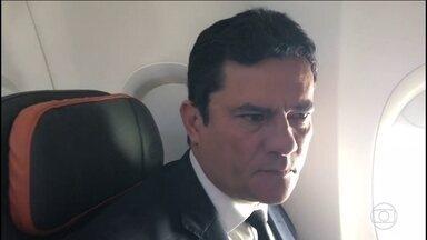 Juiz Sérgio Moro aceita convite de Bolsonaro para ser Ministro da Justiça - Magistrado se reuniu com o presidente eleito no Rio. Bolsonaro afirmou que Moro terá total liberdade para trabalhar e que qualquer um poderá ser investigado.