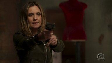 Laureta e Remy ameaçam Rosa - Laureta faz ameaças a Rosa. Rosa fica acuada e amedrontada enquanto Laureta a humilha apontando uma arma e decide deixá-la viver com o intuito de que Rosa pode ser útil no futuro.