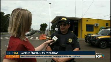 Polícia Rodoviária Federal intensifica fiscalização durante operação Finados - Durante o feriado, mais de 180 motoristas foram flagrados acima do limite de velocidade, nos Campos Gerais.