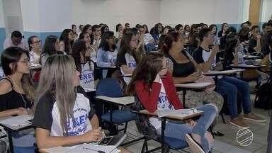 Muitos candidatos em Campo Grande estão ansiosos pelo 1° dia do Enem - Hoje foi dia de aulão para dar revisar conteúdos e estudantes receberam dicas valiosas