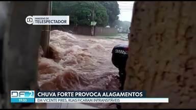 Chuva provoca alagamentos em Vicente Pires - Segundo o Inmet, choveu 34.8 mm em apenas duas horas, mais do que todo o acumulado de outubro de 2017.