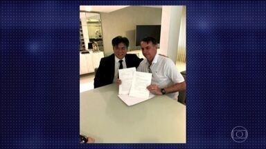 Jair Bolsonaro recebe representantes da Itália e da China - O embaixador da China, Li Jinzhang, chegou pela manhã acompanhado por diplomatas e uma tradutora. O embaixador da Itália, Antonio Bernardini também esteve com Bolsonaro.