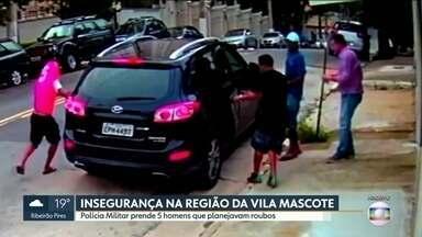 Polícia prende cinco homem que planejavam roubos na região da Vila Mascote - Os criminosos estavam em dois carros roubados e levados para a delegacia de Santo Amaro.