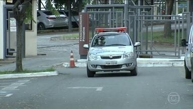 Policiais militares são presos por tortura, assassinato e ocultação de cadáver em Goiás - Sete soldados e dois tenentes participaram de uma abordagem na casa de um homem em agosto. Família denunciou os policiais.