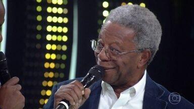 """Milton Gonçalves relembra atuação em """"Vila Sésamo"""" - Programa infantil foi destaque na década de 70. Já a atriz Elizângela fala sobre o """"Capitão Furacão"""", sucesso nos anos 60."""