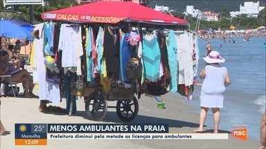 Prefeitura de Florianópolis diminui número de licenças para ambulantes nas praias - Prefeitura de Florianópolis diminui número de licenças para ambulantes nas praias