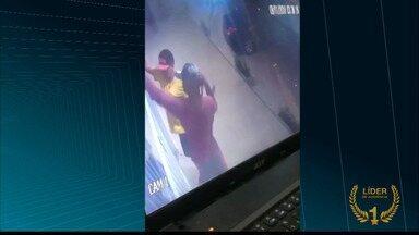 JPB2JP: Loja de roupas é arrombada no bairro de Bessa em João Pessoa - Câmeras de segurança gravaram tudo.