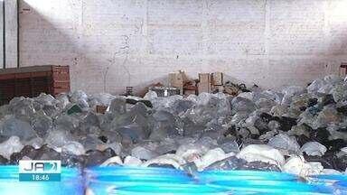 Polícia investiga se lixo deixado em galpão foi coletado por empresa terceirizada - Polícia investiga se lixo deixado em galpão foi coletado por empresa terceirizada