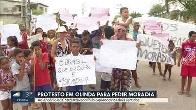 Moradores da comunidade Gonzagão pedem permanência em propriedade da área - Dono do terreno pediu reintegração de posse da área, em Olinda.