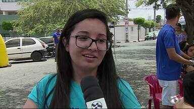 Enem 2018: em PE, mais de 90 mil inscritos faltam ao segundo dia de provas - Segundo o Inep, o índice de abstenção em Pernambuco neste domingo (11) foi de 29,5%. No estado, mais de 216 mil candidatos compareceram aos locais de prova.