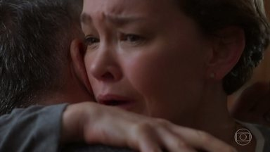 Ana tem um pesadelo com a filha - Ela conta para Flávio que levaram a Cris toda amarrada e que ela vai ficar presa na casa.