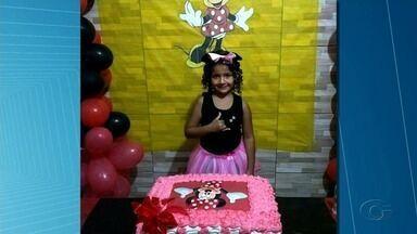 Criança morta após banco da praça cair na cabeça dela é enterrada em Igaci, AL - Dávila da Silva tinha 7 anos.