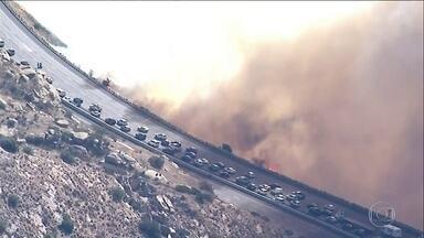 Sobe para 42 o número de mortos no incêndio mais letal da história da Califórnia - Médicos legistas continuam procurando por vítimas nos escombros das casas destruídas pelo fogo.