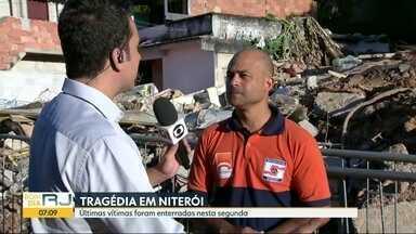 Enterradas as últimas vítimas da tragédia no Morro da Boa Esperança, em Niterói - Quinze pessoas morreram no deslizamento de sábado.