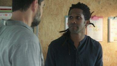 Vinícius pede ajuda a Rafael para avisar sobre o cancelamento do casamento - Rafael apoia o amigo