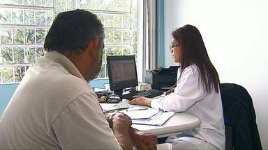 75% dos médicos de Ponta Grossa são cubanos - Prefeitura disse que não tem condições de repor todos os profissionais.
