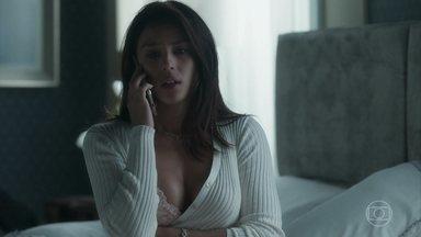 Olavo telefona para sua filha Laura - Olavo quer saber como Laura está depois do desaparecimento de Gabriel