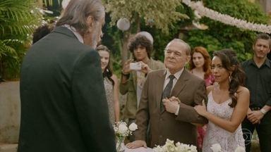 Adriano vai ao casamento do seu pai - Adriano e Janaína se desculpam